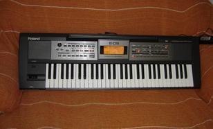 Roland E-09 - keyboard nie tylko na wesela