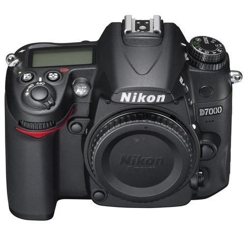 NIKON D7000 body+ AF-S DX 18-200 mm
