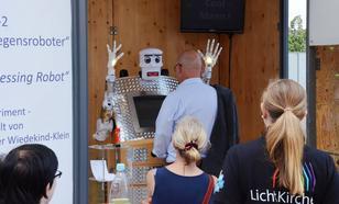W Niemczech Robot Błogosławi Chrześcijan