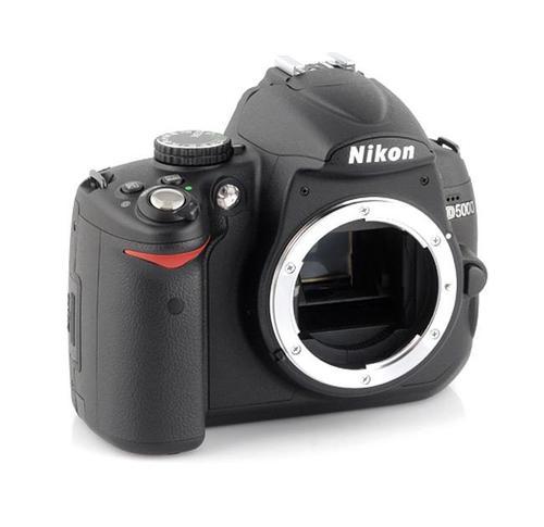 NIKON D5000 + 18-105VR