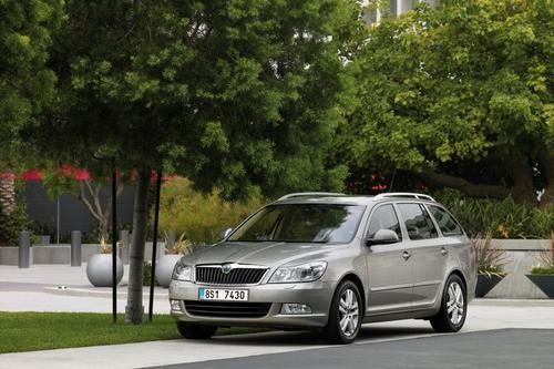 Skoda Octavia Kombi 2,0TDI CR DPF (140KM) M6 Elegance 5d